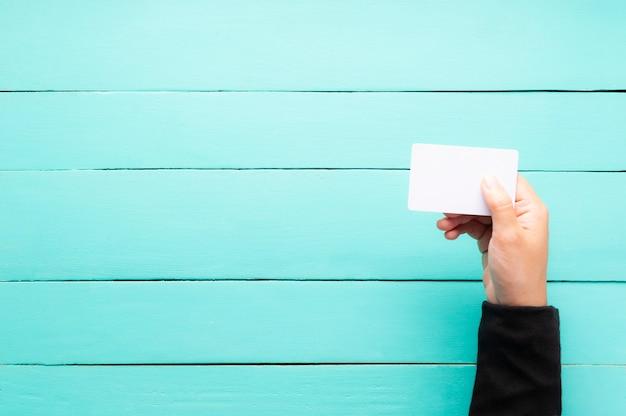 Mão, segurando, em branco, cartão negócio