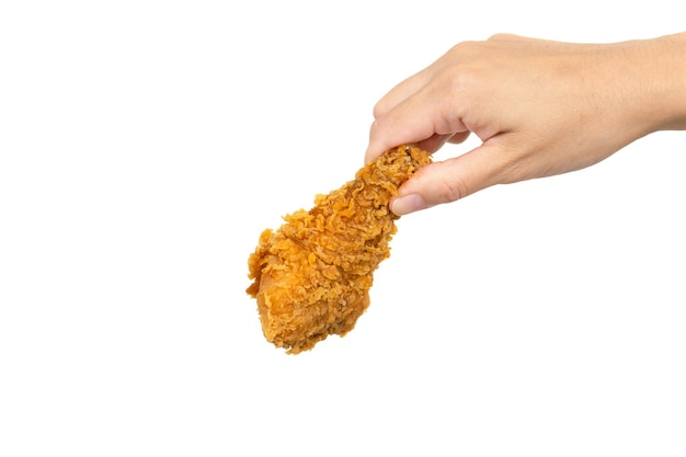 Mão segurando frango frito isolado no branco