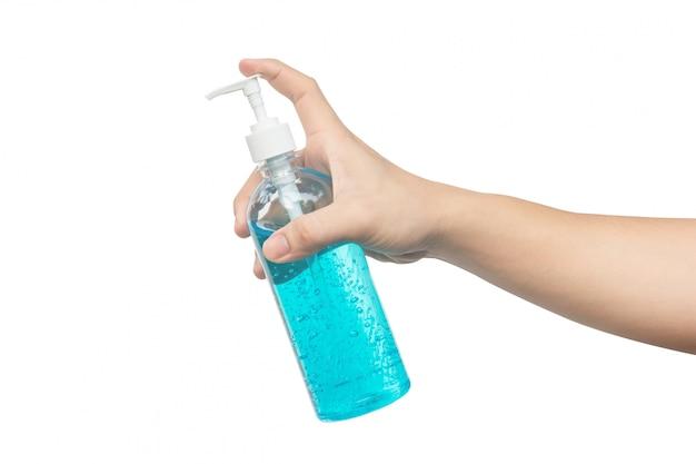 Mão segurando o gel de álcool isolado no branco com traçado de recorte