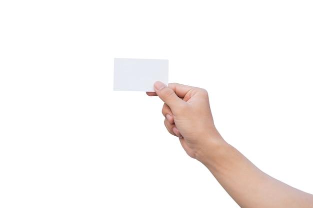 Mão segurando o papel branco, maquete de cartões de visita. isolado no fundo branco com traçado de recorte