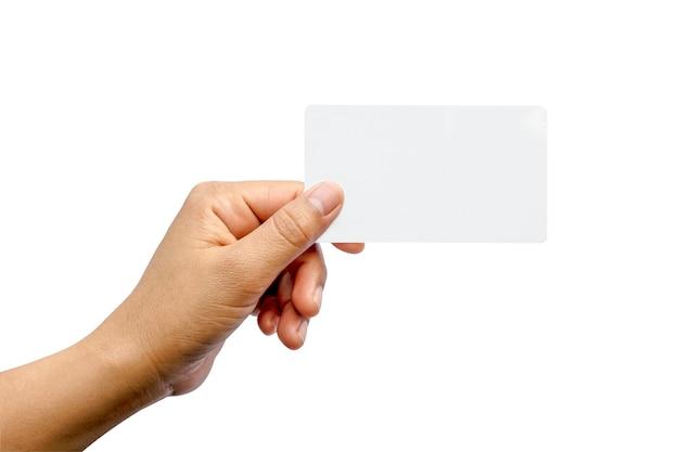 Mão segurando o papel isolado no branco com o traçado de recorte.