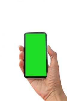 Mão segurando o telefone inteligente com tela em branco, isolada no verde