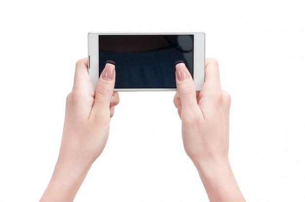Mão segurando o telefone inteligente touchscreen grande