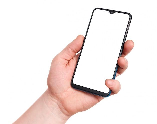 Mão segurando o telefone móvel esperto com tela em branco, isolada no branco