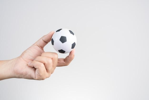 Mão, segurando, pequeno, bola futebol, ou, futebol