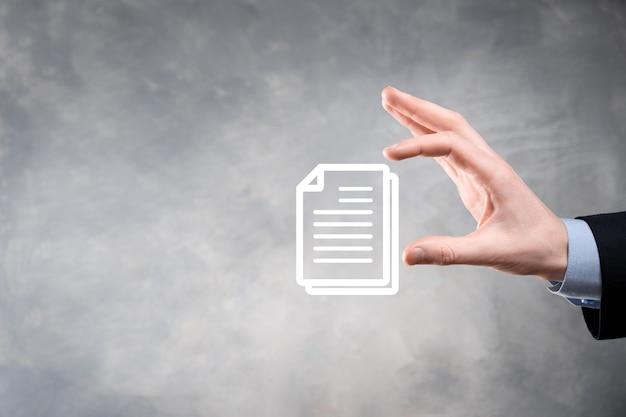 Mão segurando um ícone de documento na mão
