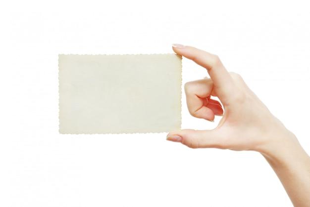 Mão segure o cartão de visita em branco