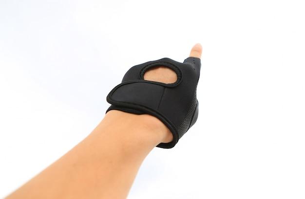 Mão usando luva de esporte com apontando para cima