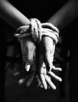Mãos, amarrado, com, corda, ao redor
