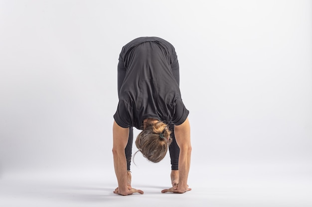 Mãos aos pés postura yoga postura asana