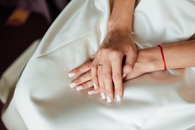Mãos bonitas da noiva