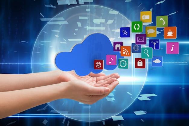 Mãos com ícones de aplicativos