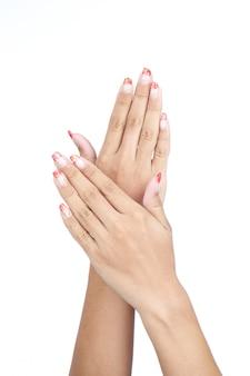 Mãos da fêmea com manicure agradável isolado
