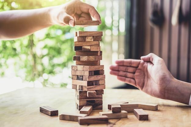 Mãos, de, executivo, cooperação, colocar, bloco madeira, ligado, a, torre, colaboração, gerência