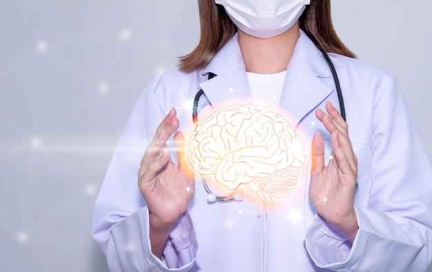 Mãos de médico segurando um cérebro digital com tecnologia médica de ícones de serviços médicos e de saúde