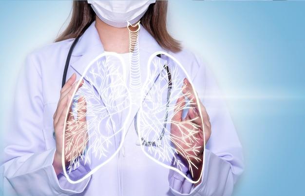Mãos de médico segurando um pulmão digital com conceito de cuidados de saúde e serviços médicos