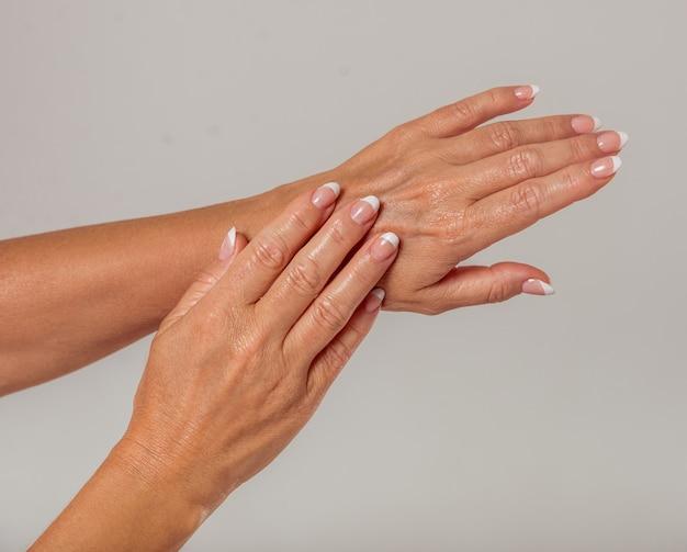 Mãos, de, meio envelheceu, mulher