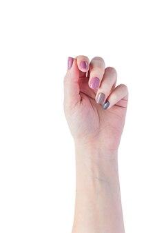 Mãos de mulher jovem e bonita isoladas. elegante manicure feminino na moda com esmalte cinza, rosa e marrom. unhas naturais