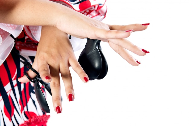 Mãos detalhe da dançarina de flamenco com lindo vestido