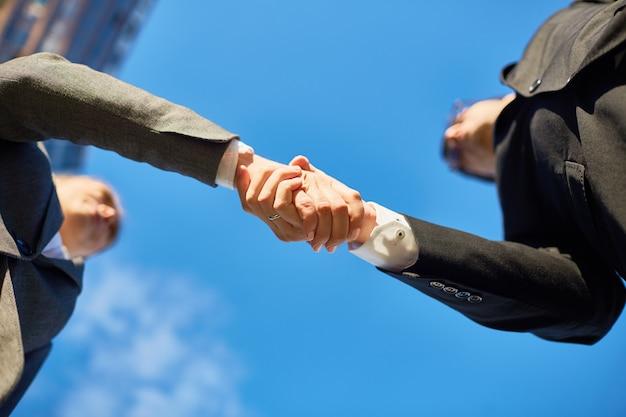 Mãos dos parceiros
