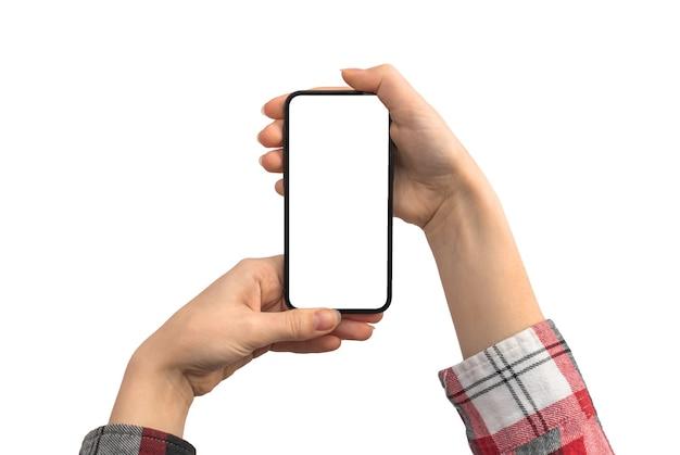 Mãos femininas com maquete de telefone celular, isoladas em uma foto de fundo branco