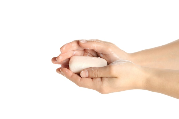Mãos femininas ensaboadas com sabonete isolado no branco