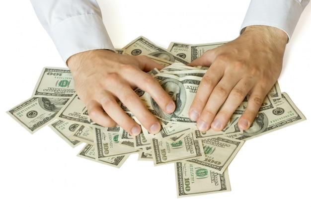 Mãos gananciosas pegando dinheiro