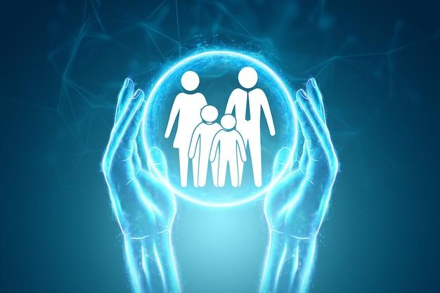 Mãos humanas estão segurando estatuetas de família planas sobre um fundo azul. proteção da família jovem