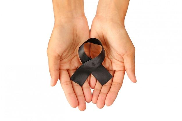 Mãos humanas levar e dar decoração fita preta artesanal artística