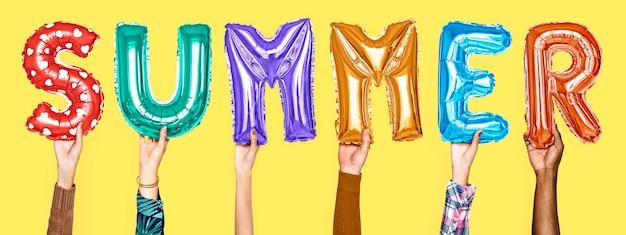 Mãos, mostrando, verão, balões, palavra