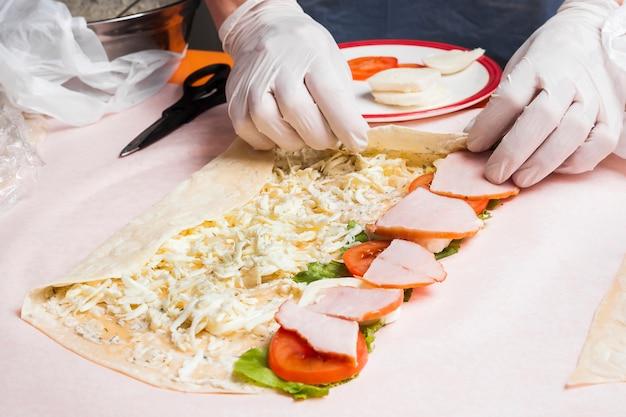 Mãos, preparar, burrito