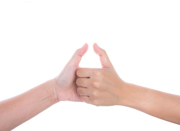 Mãos que dão um sinal de positivo