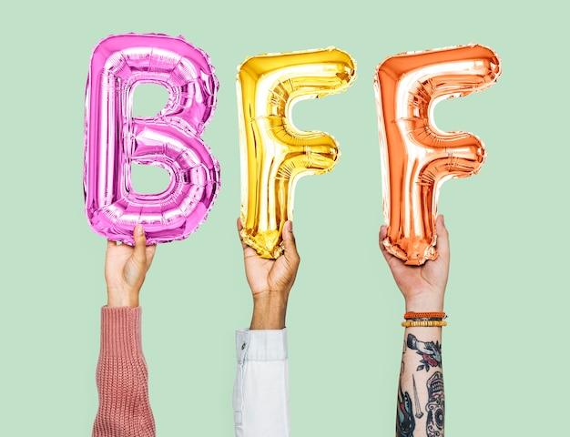 Mãos, segurando, bff, palavra, em, balloon, letras