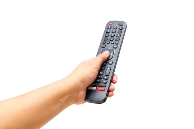 Mãos segurando o controle remoto da tv