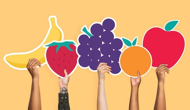 Mãos, segurando, um, jogo, de, frutas, clipart
