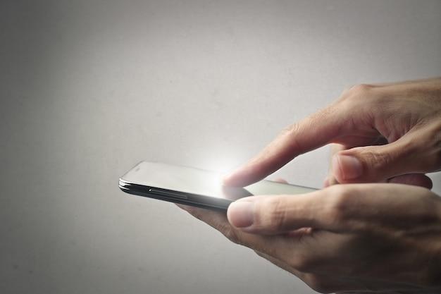 Mãos, segurando, um, smartphone
