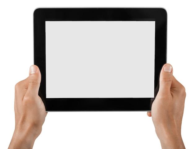 Mãos segurando um tablet digital com tela branca