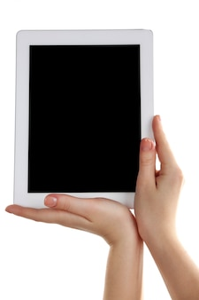 Mãos segurando um tablet pc isolado no branco