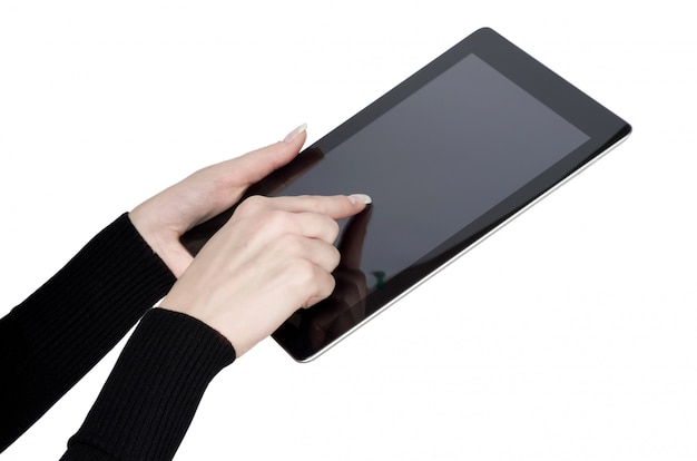 Mãos segurando um tablet