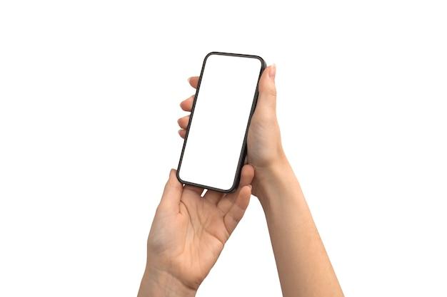 Mãos segurando uma tela de maquete de telefone móvel isolada em uma foto de fundo branco