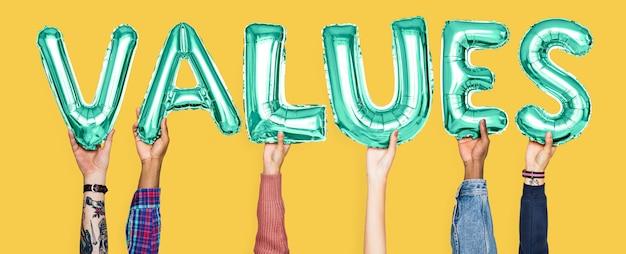 Mãos, segurando, valores, palavra, em, letras balão