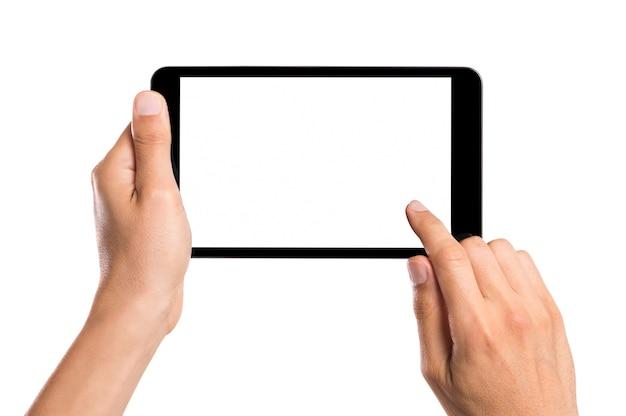 Mãos usando tablet com tela branca