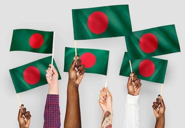Mãos, waving, bandeiras, de, bangladesh