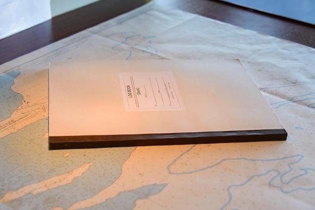 Mapa e equipamento de navegação, divisores