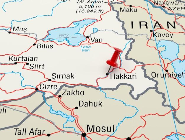Mapa mostrando hakkari, turquia com um alfinete vermelho. renderização 3d