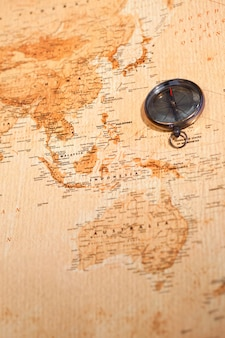 Mapa mundial com bússola mostrando oceania
