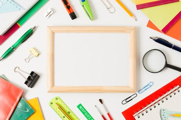 Maquete de acessórios coloridos da escola