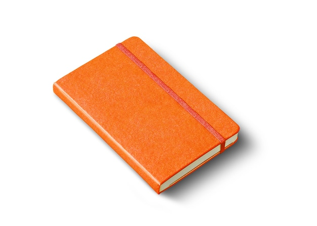 Maquete de caderno laranja fechado isolado no branco