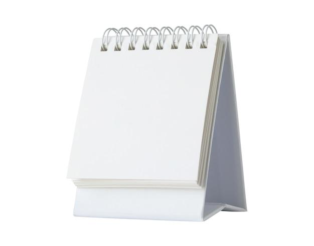 Maquete de calendário de mesa de papel branco em branco isolado no fundo branco com traçado de recorte