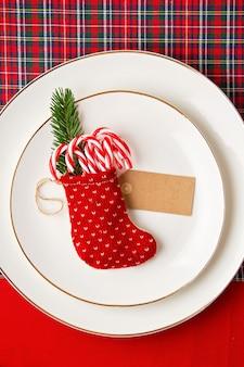 Maquete de decoração festiva da mesa de natal para a festa